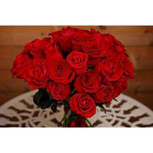 Buchet 35 trandafiri rosii -  Indragostita de trandafirii rosii